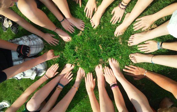 gens-groupe-solidaire-solidarite-main-images-photos-gratuites-libres-de-droits